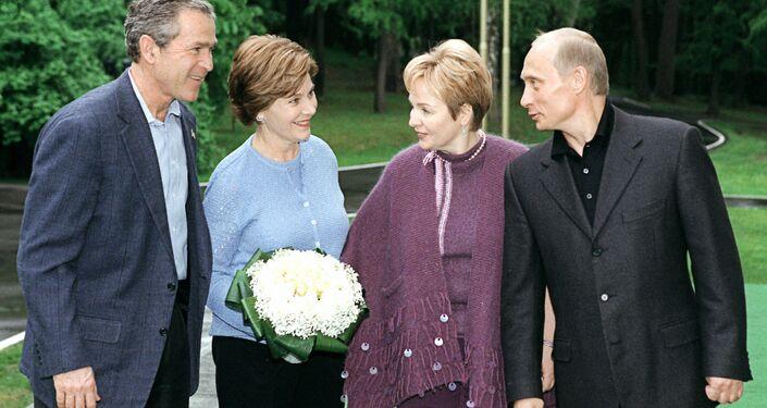 Vladimir Putin, Lyudmila Putin, George W. Bush and Laura Bush
