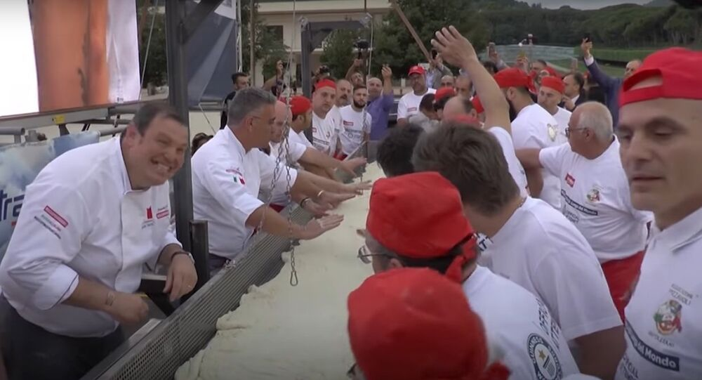 Italy: The Longest Deep-Fried Pizza Was Baked in Naples