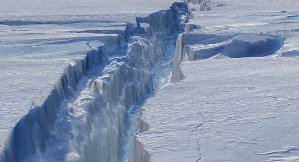 The crack in Antarctica's Pine Island Glacier