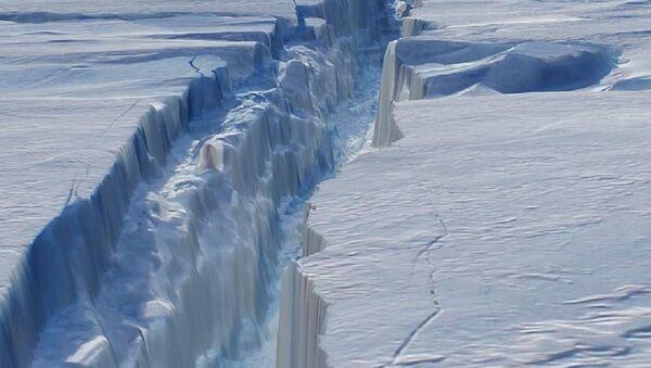 The crack in Antarctica's Pine Island Glacier - Sputnik International