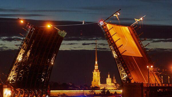 Tightrope walker performing within the frawework of SPIEF celebrations held by St. Petersburg Governor - Sputnik International