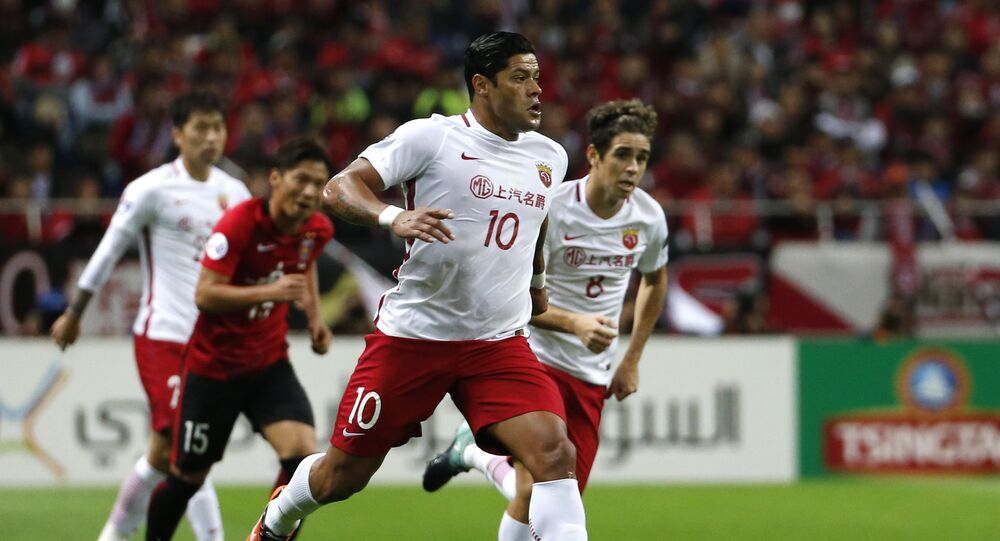 In this Oct. 18, 2017 photo, Shanghai SIPG's Hulk, center, controls the ball, with Oscar, right, both of Brazil in the second leg of their Asian Champions League soccer semifinal against Urawa Reds in Saitama