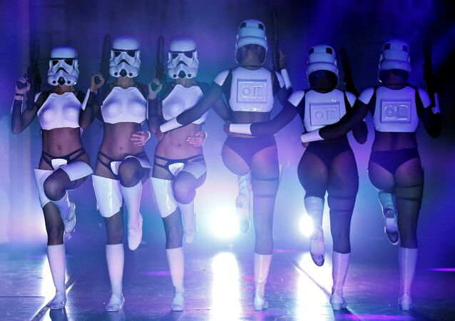 'The Empire Strips Back' at Star Wars Burlesque Parody