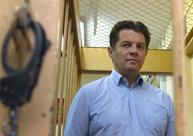 Ukrainian journalist Roman Sushchenko, accused by Russia's FSB security service of being a spy, stands inside a defendants' cage during a hearing at a court in Moscow on November 28, 2016