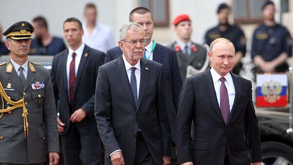 Russian President Vladimir Putin and President of Austria Alexander Van der Bellen, second left, during the official meeting held at Hofburg palace in Vienna - Sputnik International