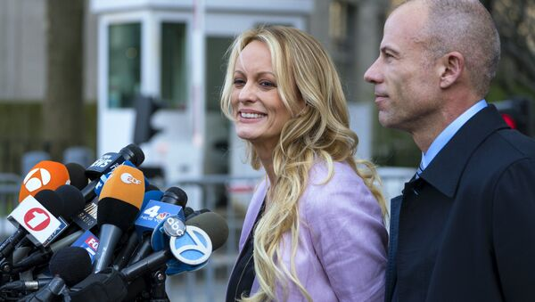 Adult film actress Stormy Daniels speaks to members of the media after a hearing at federal court, Monday, April 16, 2018, in New York, as she is accompanied by her attorney Michael Avenatti. - Sputnik International
