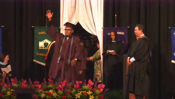 18-year-old Luis Martinez was detained after waving to his mother at his high school graduation ceremony. - Sputnik International