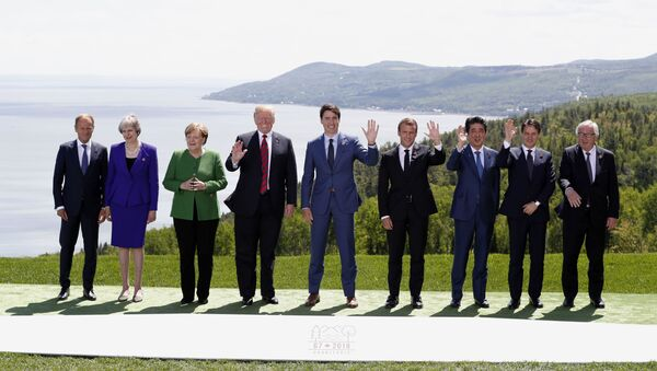 Leaders pose for family photo at the G7 Summit in Charlevoix - Sputnik International
