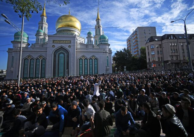 Muslims on the Eid al-Fitr holiday outside the Moscow Cathedral Mosque