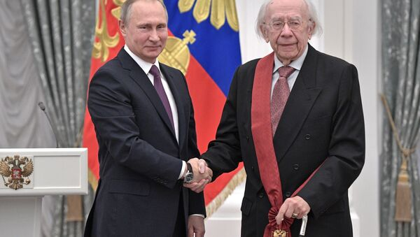 Russian President Vladimir Putin presents a medal to conductor Gennady Rozhdestvensky during a state award ceremony in the Kremlin in Moscow, Russia, Wednesday, May 24, 2017 - Sputnik International