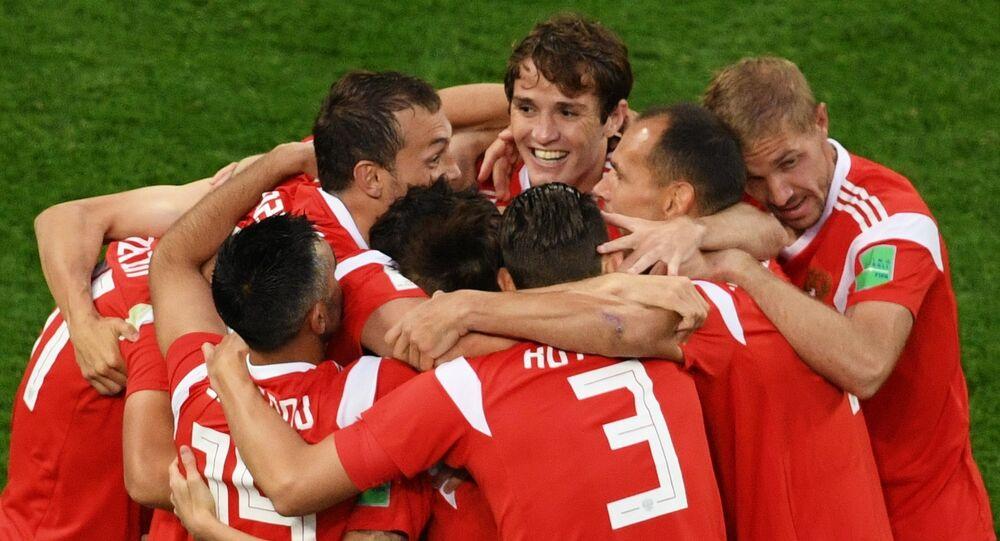 El equipo ruso celebra su gol en el partido contra Egipto