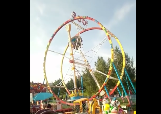 People Stuck in Amusement Park Ride In Novosibirk, Russia. 2018