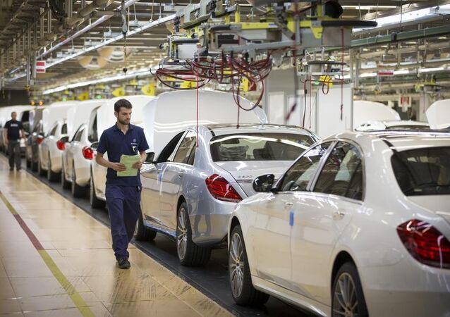 In einer Montagehalle von Daimler