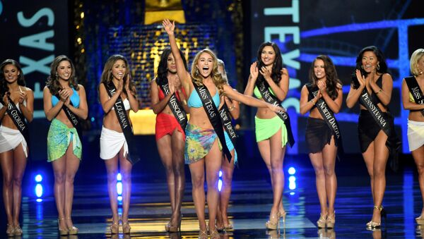 Miss Texas Margana Wood reacts after advancing from the swimsuit component of the Miss America competition in Atlantic City, New Jersey, U.S. September 10, 2017 - Sputnik International