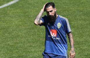Sweden's midfielder Jimmy Durmaz attends a training session on June 20, 2018 at Spartak stadium in Gelendzhik, during the Russia 2018 World Cup football tournament