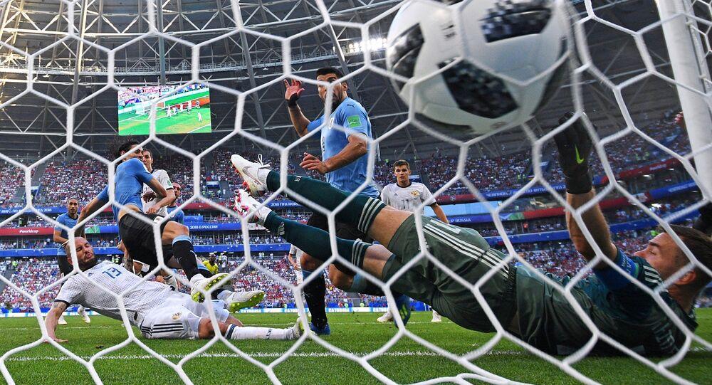 Soccer Football - World Cup - Group A - Uruguay vs Russia - Samara Arena, Samara, Russia - June 25, 2018 Uruguay's Edinson Cavani scores their third goal