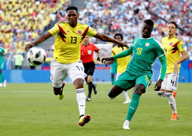 Soccer Football - World Cup - Group H - Senegal vs Colombia - Samara Arena, Samara, Russia - June 28, 2018 Colombia's Yerry Mina in action with Senegal's M'Baye Niang