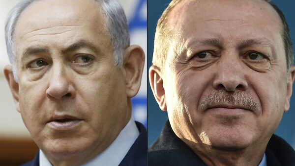 This combination of pictures created on April 1, 2018 shows a file photo taken on November 19, 2017 of Israel's Prime Minister Benjamin Netanyahu (L) attending the weekly cabinet meeting in Jerusalem and a file photo taken on December 15, 2017 of Turkish President Recep Tayyip Erdogan during the inauguration ceremony of Turkey's first automated urban metro line on the Asian side of Istanbul - Sputnik International