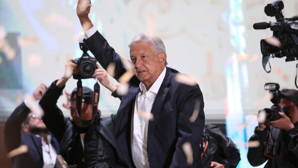 Presidential candidate Andres Manuel Lopez Obrador gestures as he addresses supporters in Mexico City, Mexico, July 1, 2018. Picture taken July 1, 2018 - Sputnik International