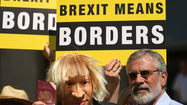 An actor wearing a Boris Johnson mask is joined by Sinn Fein's Gerry Adams during a 'Borders Against Brexit' protest in the border town of Dundalk, Ireland, June 28, 2018 - Sputnik International