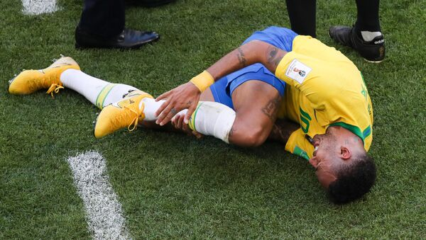 Brazil's Neymar lies on the ground suffering after a collision during the World Cup Round of 16 soccer match between Brazil and Mexico at the Samara Arena, in Samara, Russia, July 2, 2018 - Sputnik International