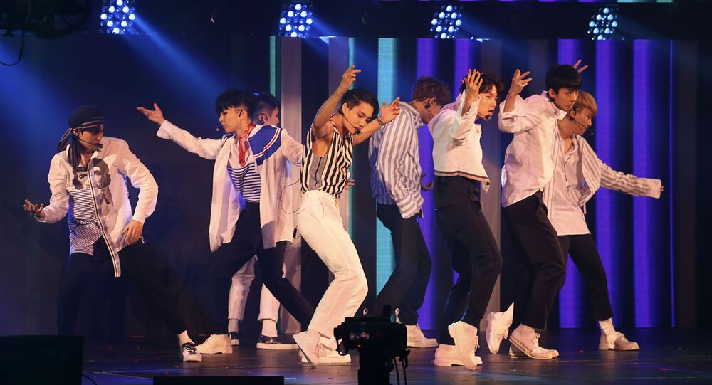 E-Sports - ICBC (Asia) e-Sports & Music Festival Hong Kong - SMTOWN SPECIAL STAGE in HONG KONG - Members of the group EXO perform on stage. August 5, 2017