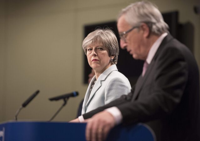 Prime Minister Theresa May meets with European Commission President Jean-Claude Juncker in Brussels (FILE photo).
