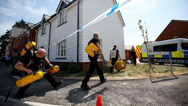 Fire and Rescue Service personel arrive with safety equipment at the site of a housing estate on Muggleton Road, after it was confirmed that two people had been poisoned with the nerve-agent Novichok, in Amesbury, Britain, July 6, 2018 - Sputnik International