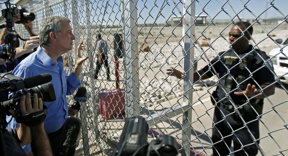 An agent with the Department of Homeland Security denies access to New York City Mayor Bill de Blasio, left, to the holding facility for immigrant children in Tornillo, Texas, near the Mexican border, Thursday, June 21, 2018.