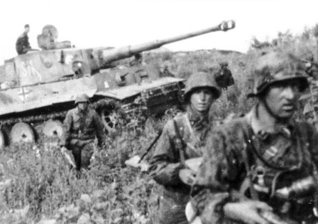 Waffen SS Division Das Reich units with a Tiger I tank. Kursk, 1943.