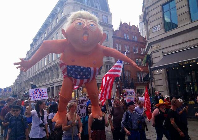 Mass protest in Lonodn against Trump's visit in UK