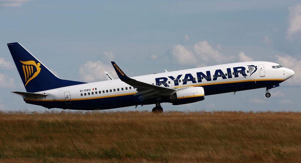 Ryanair Boeing 737-800 (EI-DWO) taking-off from Hahn