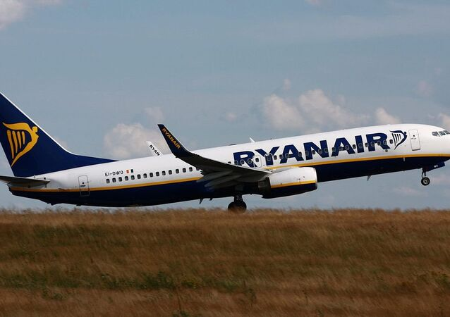 Ryanair Boeing 737-800 (EI-DWO) taking-off from Hahn