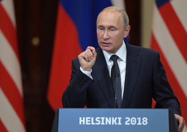 Vladimir Poutine lors d'une conférence de presse conjointe avec Donald Trump à Helsinki