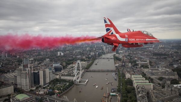 Members of the Red Arrows Royal Air Force Aerobatic Team fly over London, heading for Buckingham Palace, to mark the centenary of the Royal Air Force in central London, Britain. - Sputnik International