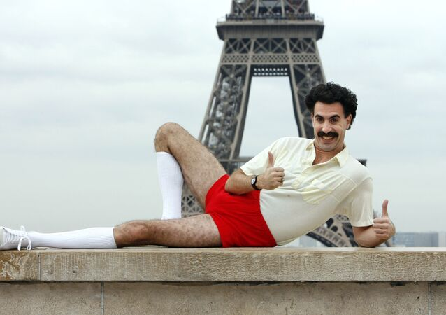 British comedian Sacha Baron Cohen poses in front of the Eiffel tower, 09 October 2006 in Paris