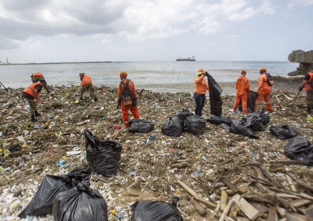 Workers from the Ministry of Public Works and Comunication (MOPC), collect garbage from the beaches of Güibia, Montesino and next to the female Obelisk in the Malecon area, in Santo Domingo on July 16, 2018