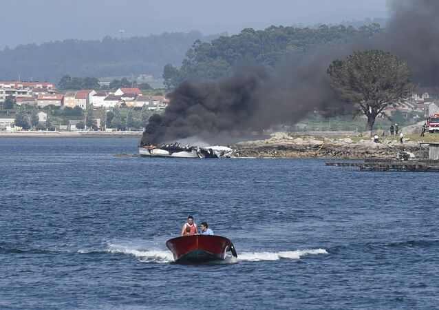 Smoke billows from a catamaran after a fire erupted on board in Grove in the Galician province of Pontevedra on July 24, 2018