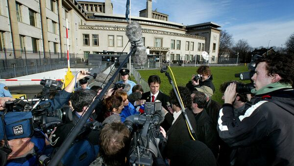 Dragoslav Ognjanovic, adviser to Slobodan Milosevic, is surrounded by media during a break on the second day of the trial against Milosevic at the International Criminal Tribunal for the former Yugoslavia at The Hague, February 13, 2002 - Sputnik International