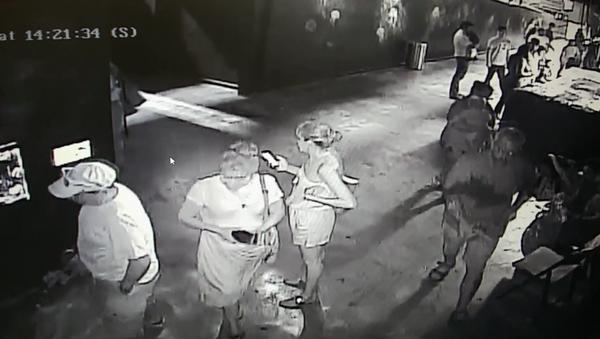 San Antonio Aquarium security footage shows man steal horn shark from petting pool - Sputnik International