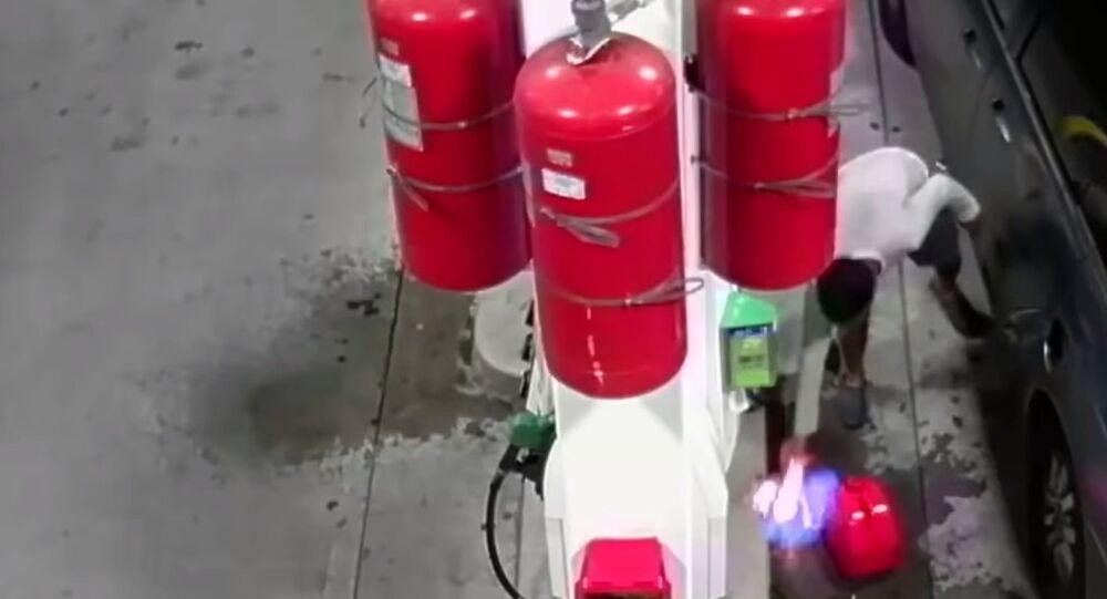 Watch raw: man intentionally ignites fire at Staten Island BP gas pump