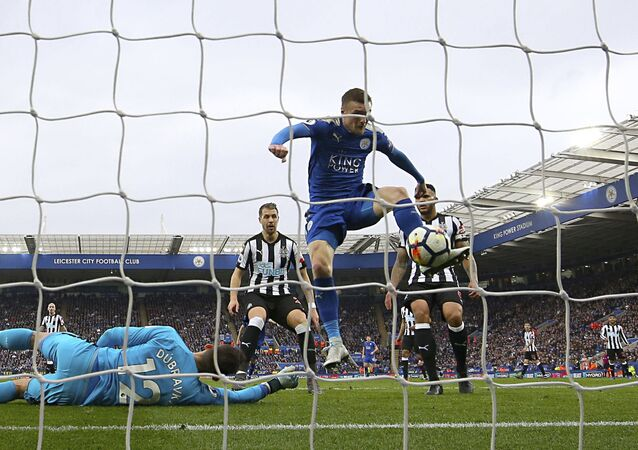 Leicester City's Jamie Vardy scores his side's first goal of the game against Newcastle, during the English Premier League soccer match at the King Power Stadium in Leicester, England, Saturday April 7, 2018