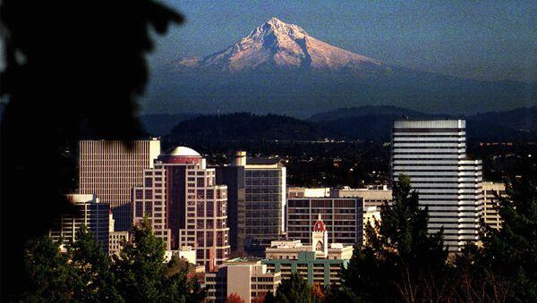 Picturesque Mt. Hood looms over downtown Portland, OR - Sputnik International