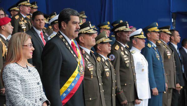 El presidente de Venezuela, Nicolás Maduro, y su esposa, Cilia Flores, asisten a un evento militar en Caracas, Venezuela, el 4 de agosto de 2018. - Sputnik International