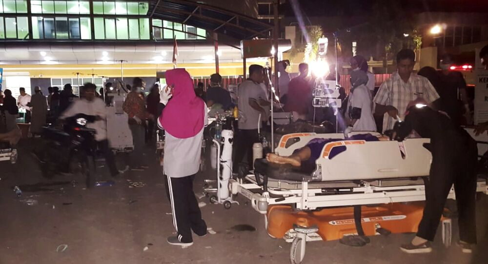 Hospital staff treat patients outside a hospital after an earthquake rocked Indonesia's Lombok island, in Mataram on August 5, 2018.
