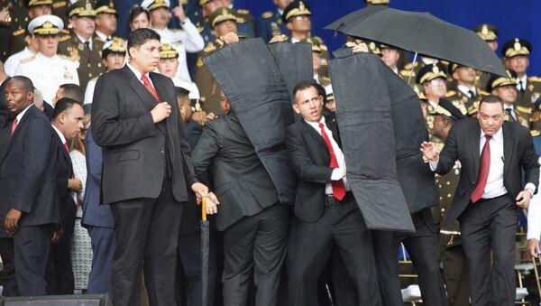 Security personnel surround Venezuela's President Nicolas Maduro - Sputnik International