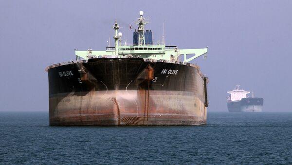 An oil tanker is seen off the port of Bandar Abbas, southern Iran (File) - Sputnik International
