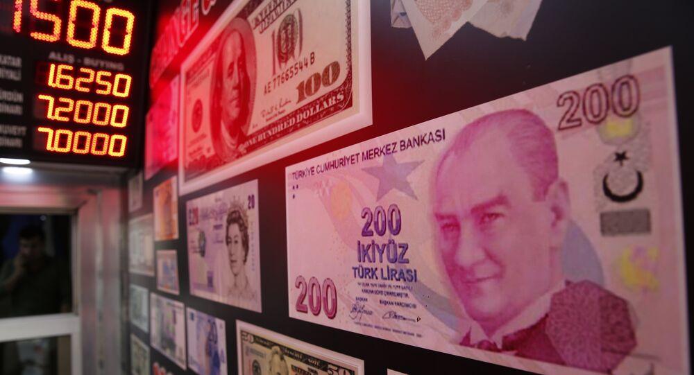 An oversized copy of a 200 Turkish lira banknote
