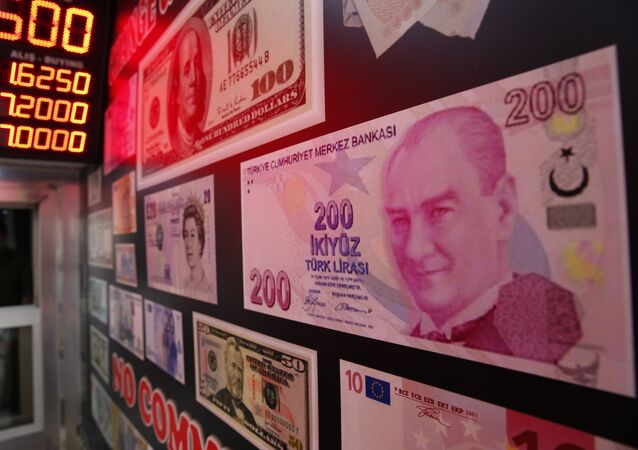 An oversized copy of a 200 Turkish lira banknote