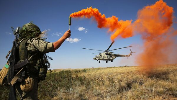 Военнослужащий во время ротно-тактических учений Южного военного округа на полигоне Прудбой в Волгоградской области - Sputnik International